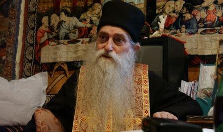 Mii de persoane, la înmormântarea părintelui Arsenie Papacioc