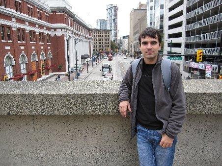 Un român de numai 22 de ani, vânat de Microsoft şi Facebook