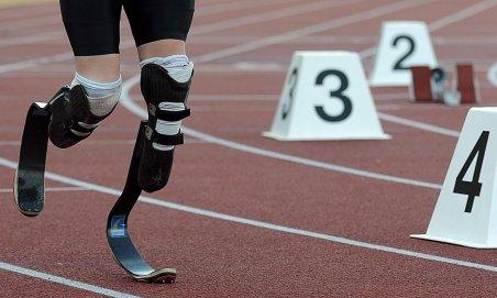 Atletul cu proteze de carbon în locul picioarelor, Oscar Pistorius, la Olimpiada din 2012