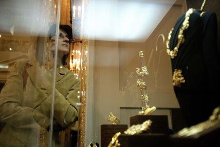 Bijutierii, în pericol: O posibilă dublare a preţului aurului i-ar băga în faliment