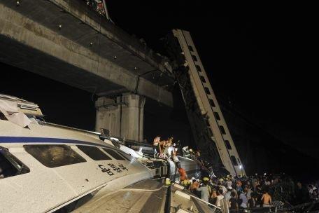 Tren deraiat în China. 11 oameni au murit şi 89 au fost spitalizaţi