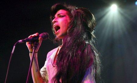 Ce a făcut Amy Winehouse cu 24 de ore înainte să moară. Vezi ultima apariţie scenică a artistei