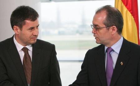 Boc îi cere lui Igaş să iniţieze o anchetă în cazul Deta şi în poliţie: Românii trebuie să se simtă în siguranţă