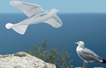 Invenţie. SmartBird, robotul care zboară la fel ca o pasăre