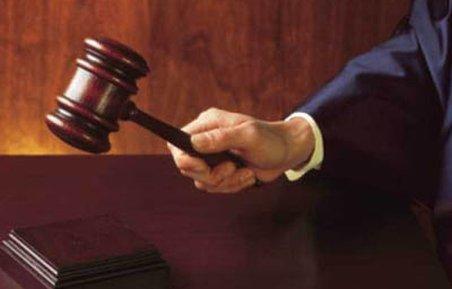 Judecător din Iaşi, deferit justiţiei. Cerea bani de la avocaţi pentru soluţii favorabile