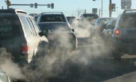 Cum reducem poluarea - taxe de parcare majorate şi autobuze alimentate cu ulei ars