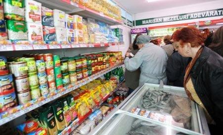 """Guvernul a aprobat """"Coşul de solidaritate"""": Pensionarii vor putea cumpăra alimente la preţuri reduse"""