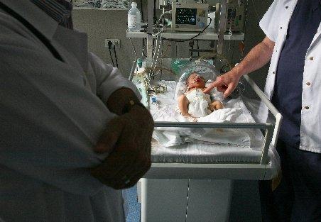 Şocant. Nou-născut descoperit mort într-un tomberon în Mioveni. Al doilea caz în doar două săptămâni