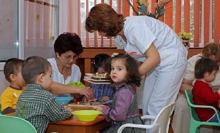 Cele 400 de creşe promise în 2010 de Boc şi Udrea, aşteptate încă în zadar de către părinţi