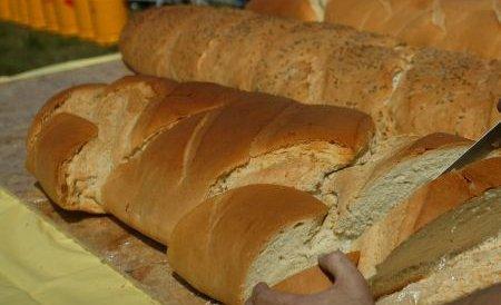 Sibiu. Pâine vândută la negru, direct din portbagajele producătorilor