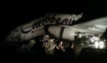 Un avion cu 163 de persoane la bord s-a rupt în două la aterizare. Nu au fost victime