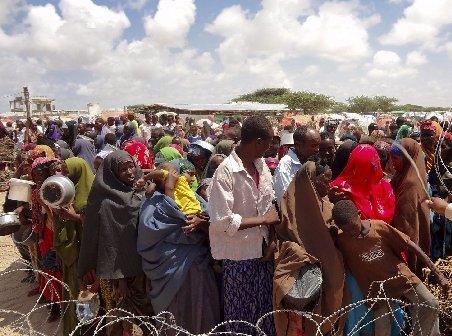 Criza se adânceşte în Somalia. După război şi foamete, refugiaţii sunt loviţi de ploi torenţiale