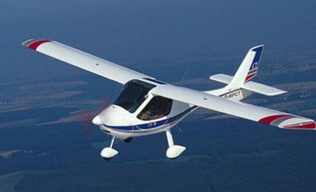 Patru persoane au murit după ce avionul în care se aflau s-a ciocnit cu un altul în zbor