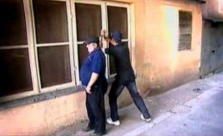 Trei spărgători de case au fost prinşi de poliţişti pentru că au făcut prea mult zgomot