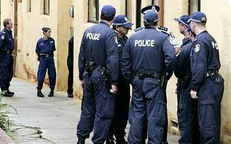 Bomba prinsă de gâtul australiancei de 18 ani, luată de poliţişti după 10 ore: Este un dispozitiv foarte sofisticat