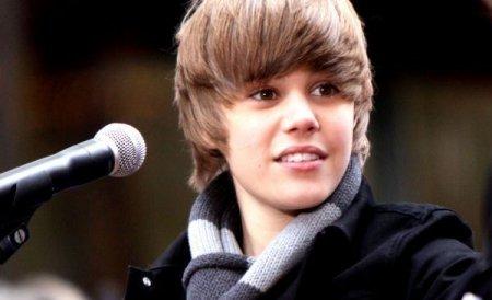 Justin Bieber, tras pe dreapta. Poliţistului i s-a părut prea tânăr cântăreţul pentru a conduce