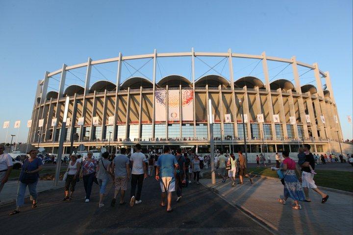 Naţional Arena a scos circa 100.000 de oameni din case. Vezi aici imagini de la inaugurare
