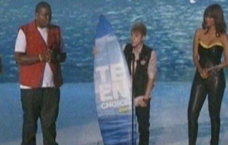 """Adolescenţii americani şi-au premiat vedetele preferate, în cadrul galei """"Teen Choice Awards"""""""