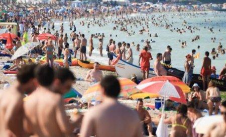 Peste 200.000 de turişti au invadat litoralul în weekend