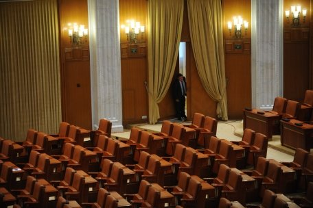 A început curăţenia generală în Parlament. Vezi aici cât costă întreţinerea Palatului