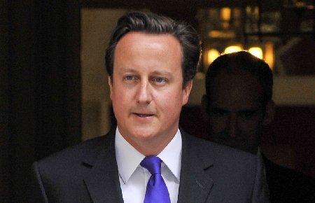 """Premierul britanic promovează """"toleranţa zero"""" după revoltele din Marea Britanie"""