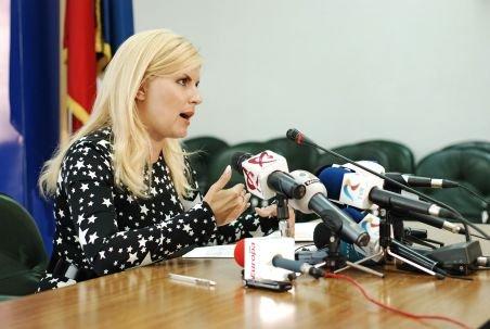 Sinteza Zilei: Rochia pe care a purtat-o Elena Udrea costă 14.310 lire sterline