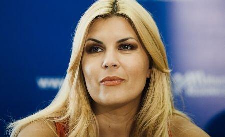 Elena Udrea: Am primit cadou rochia de la soţul meu. Femeile sunt discriminate în politică
