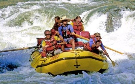 Unde poţi să faci sport extrem în România? Patru râuri ideale pentru rafting