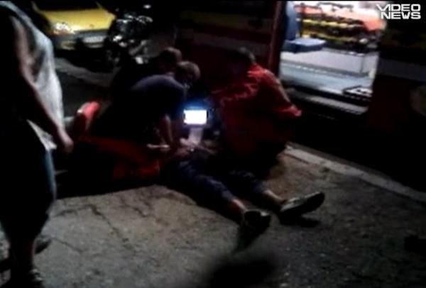 Jurnalism cetăţenesc: Imagini cu bărbatul resuscitat în faţa spitalului din Codlea