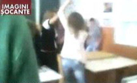 Gorj. Două eleve de liceu îşi împart pumni şi picioare în sala de curs