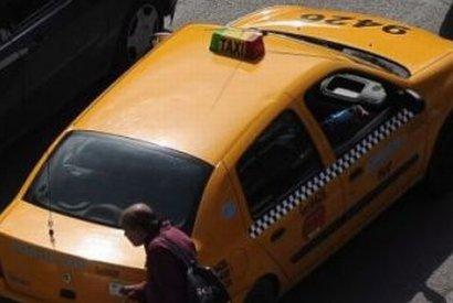 Bucureşti. Doi taximetrişti îşi fac dreptate în trafic cu un levier