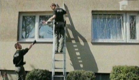 Germania. Un bărbat a răpit o femeie şi a închis-o într-o cabină telefonică