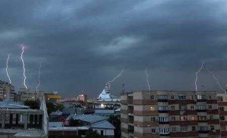 După caniculă, furtunile şi grindina au făcut ravagii în mai multe zone din ţară