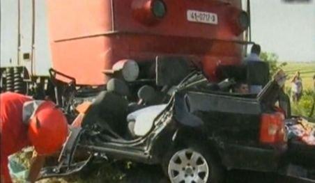 Suceava. O femeie gravidă în nouă luni şi copilul ei de cinci ani au murit după ce maşina lor a fost lovită de tren
