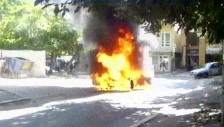 O maşină de 60.000 de euro s-a făcut scrum la Galaţi: A luat foc în mers. Vezi imaginile cu incendiul