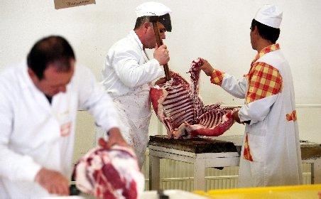 Carne de cal, în loc de carne de vită, vândută în măcelăriile din Piaţa Obor