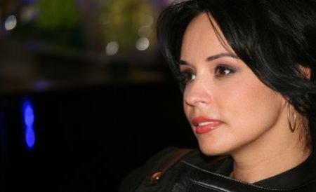 Andreea Marin, agasată de un reporter insistent la ieşirea dintr-un restaurant