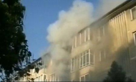 Incendiu la un bloc din Drobeta Turnu Severin: Mai multe persoane au avut nevoie de îngrijiri medicale