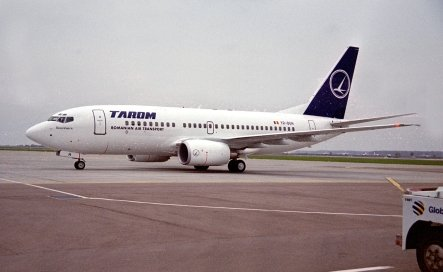 Defecţiuni tehnice la un avion Tarom. Mai mulţi români, blocaţi pe aeroportul din Barcelona