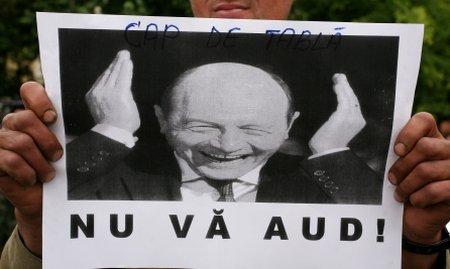 """""""Nu vă fie frică, că Băsescu pică!"""" Peste 150 de revoluţionari au protestat în Timişoara"""