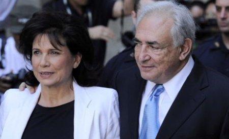 Dominique Strauss-Kahn s-a întors acasă. Fostul director al FMI a fost primit cu aplauze în Paris