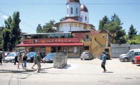 Proprietarul pizzeriei din Galaţi, evacuat cu ajutorul mascaţilor. Restaurantul va fi demolat