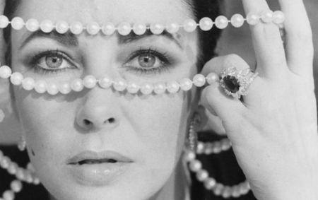 Bijuteriile lui Liz Taylor, estimate la 30 de milioane de dolari, vor fi scoase la licitaţie