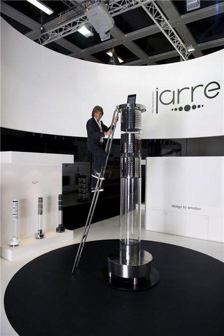 Dock pentru iPod dus la extrem de Jean Michel Jarre: 3,3 metri înălțime și 10.000 de wați