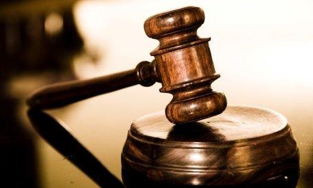 Procesul educatoarei acuzate de furturile de locuinţe din Capitală a fost amânat