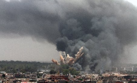 Două rachete dintr-un depozit din Libia, distruse de avioane NATO