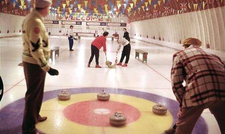 Curlingul s-a lansat oficial, în acest week-end, în România. Vezi cum se practică acest sport