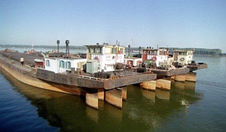Nivelul scăzut al apei a blocat navigaţia pe Dunăre. Situaţia, analizată de Comitetul pentru Situaţii de Urgenţă