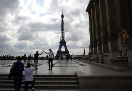 Ministrul de interne francez: Zece la sută dintre delincvenţii din Paris vin din România