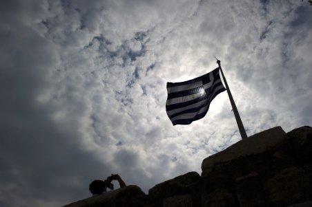 Analişti: Grecia ar trebui exclusă din zona euro pentru a evita extinderea crizei datoriei publice